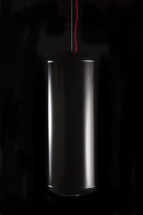 Suspension pop et design noir par ROVT