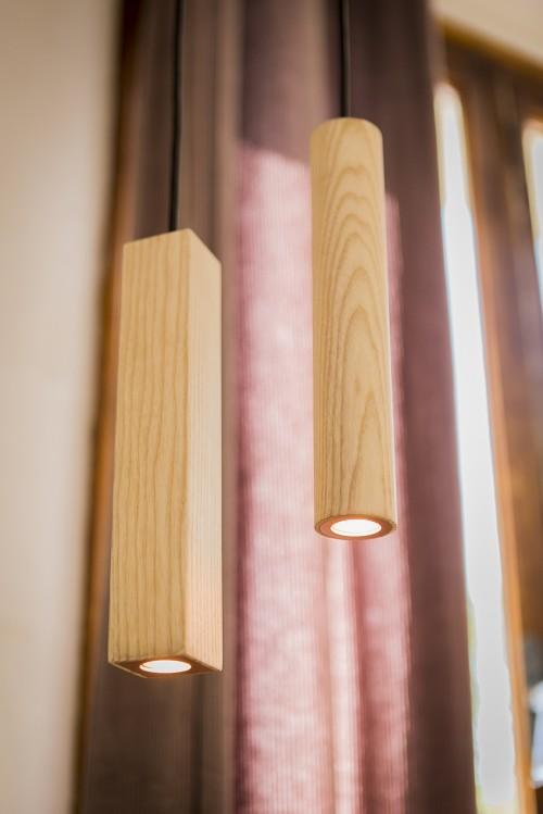 Luminaire  nordique en bois et cuivre Wood Pipe par ROVT