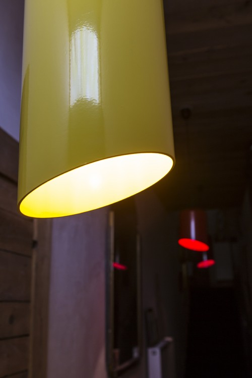 Suspension pop et design par ROVT